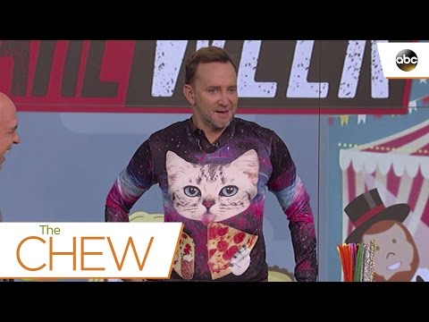 Clinton Takes On A Fashion and Crafts Dare - The Chew