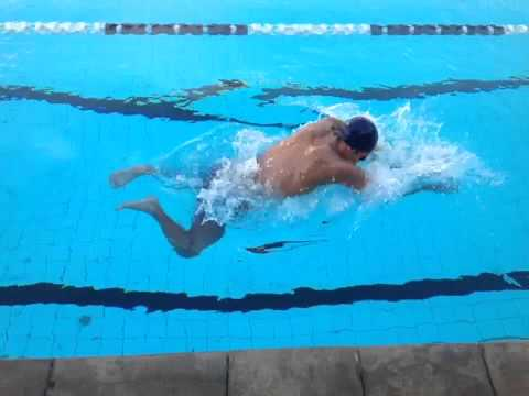 Conheça a técnica do nado peito