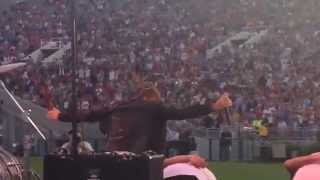 ian thomas performing the pasadena rose bowl