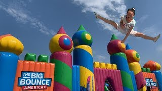 World Largest Bouncy house - The Big Bounce America (Baby Shark Song)