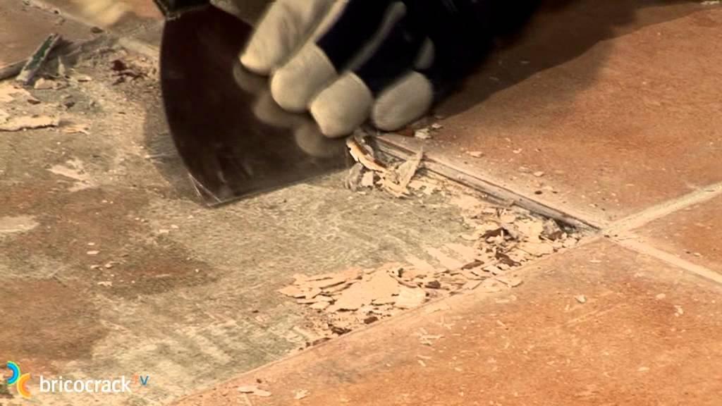 Sustituir una baldosa cer mica rota bricocrack youtube - Como limpiar suelos de barro ...