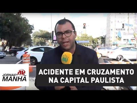 Acidente entre carro e ônibus deixa cinco feridos em cruzamento na capital paulista