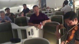 Về Quê (Violin Nguyen Huy Trang), Trên Boeing 787-9 Cherleston, Mỹ