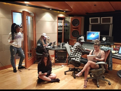 FIFTH HARMONY: Recording Studio