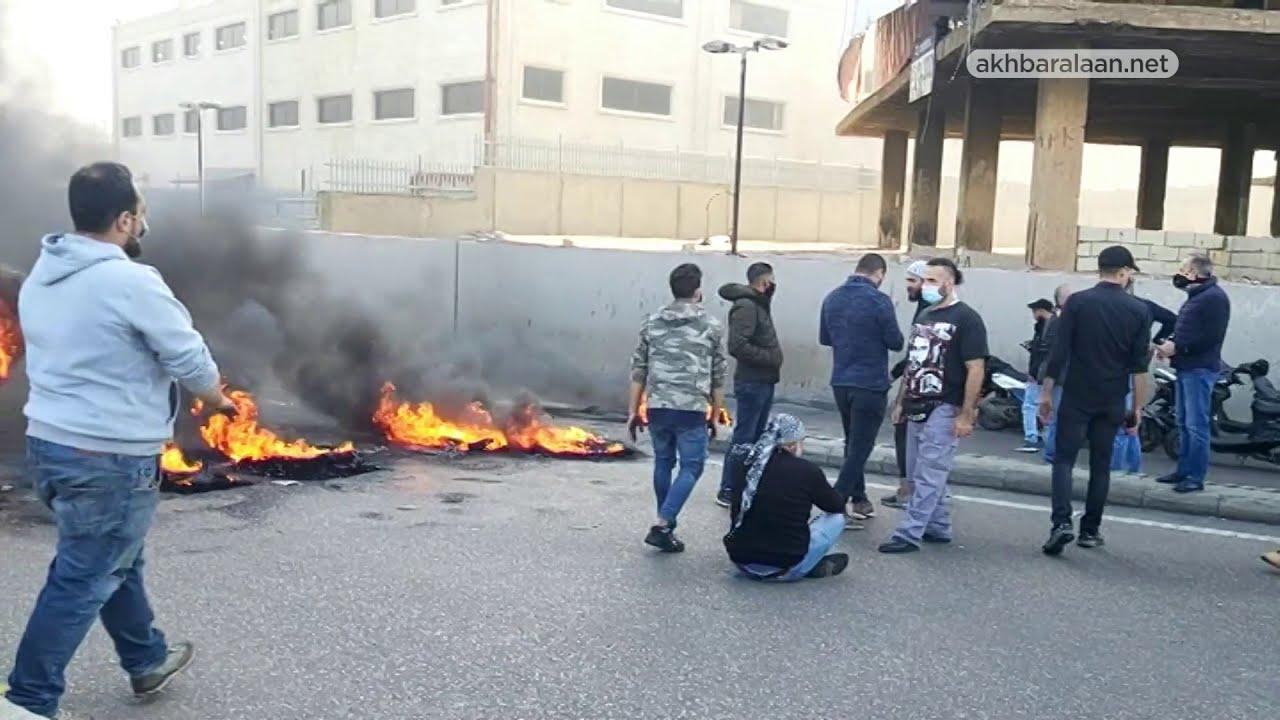 احتجاجات واغلاق للطرق في أنحاء لبنان  - نشر قبل 2 ساعة