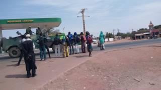 """#عاجل بالفيديو.. الجيش السنغالي يدخل غامبيا للإطاحة بحكم """"جامع"""""""