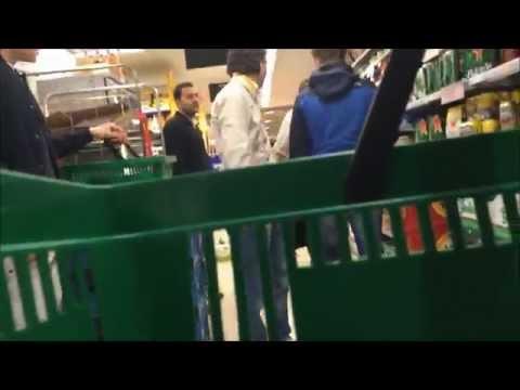 Winkelmanager Jumbo flipt ''KOOP DAN!''