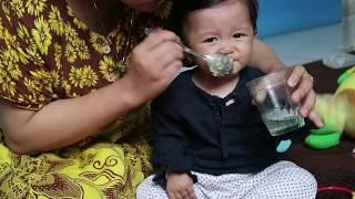 Lucu Ternyata Begini Reaksi Bayi Ketika Makan Pendamping Asi