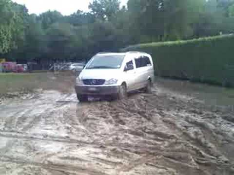mercedes vito 111 cdi 4x4 in deep mud youtube. Black Bedroom Furniture Sets. Home Design Ideas