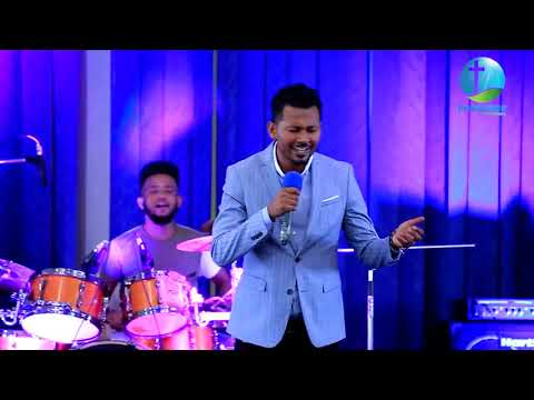 ዘማሪ ይሳቅ ሳድቅ LIVE WORSHIP  || PRESENCE TV CHANNEL WORLD WIDE || WITH PROPHET SURAPHEL DEMISSIE