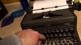 1940s Royal Quiet DeLuxe Typewriter