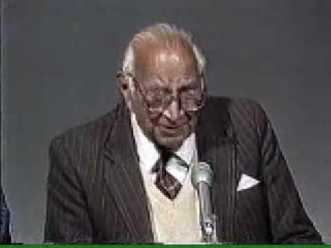 Syed Zamir Jafri reciting poetery