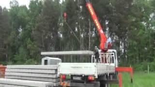 Перевозка плит перекрытия манипулятором(Разгрузка и перевозка бетонных плит весом 2400кг., с помощью манипулятора Daewoo Novus со стрелой Kanglim1256 (7т) Аренда..., 2013-05-21T18:05:08.000Z)