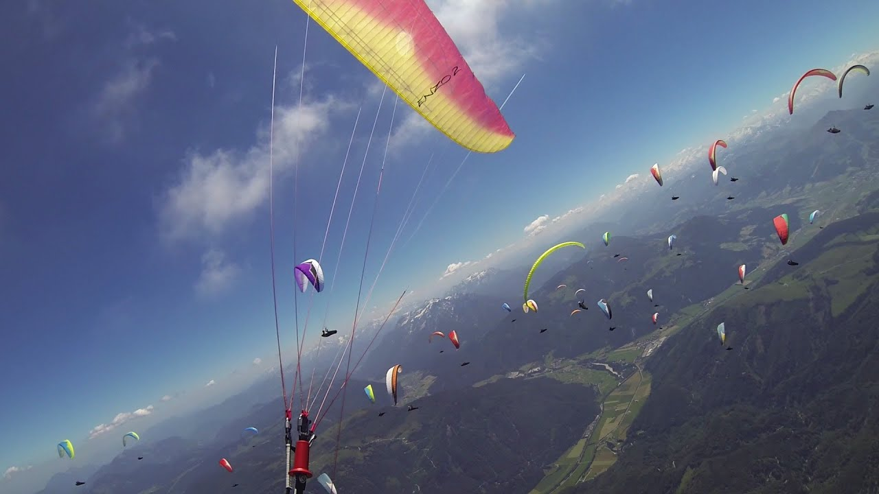 Busy race start with 120 pilots at paragliding competition ...
