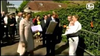 Video De ultieme 'Lucky TV' -Momenten van Koning Willy en Koningin Maxima - 19.36 min. download MP3, 3GP, MP4, WEBM, AVI, FLV September 2018