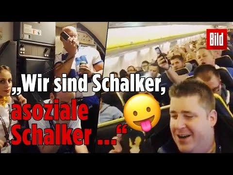 Landung in Portugal: Schalke-Fan kapert Flugzeug-Mikro!