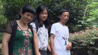 Woman adopted by American family reunited with Chinese birth parents
