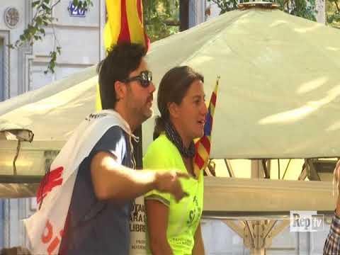 Arresti Catalogna, migliaia in piazza a Barcellona