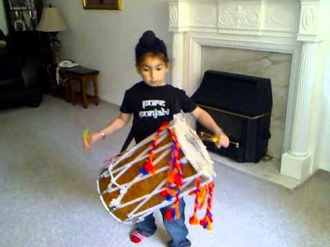 Kharan playing dhol to chabi song