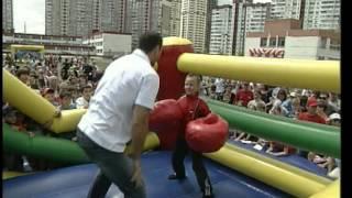 Кличко-младшего нокаутируют дети Троещины :)
