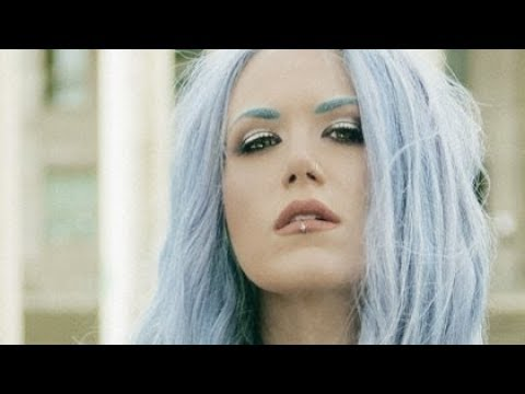 Alissa White Gluz The world is yours makeup look.
