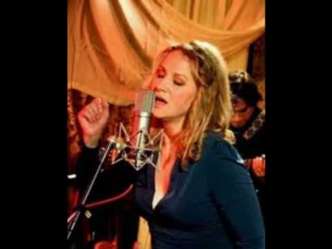 Joan Osborne: Make You Feel My Love