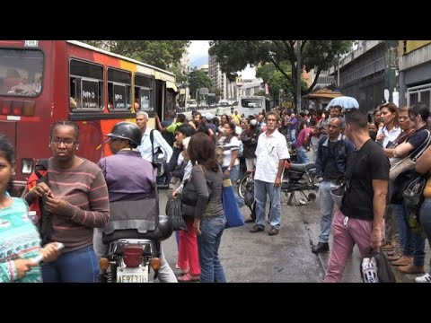 """Chaos"" reigns as 80% of Caracas is without power"