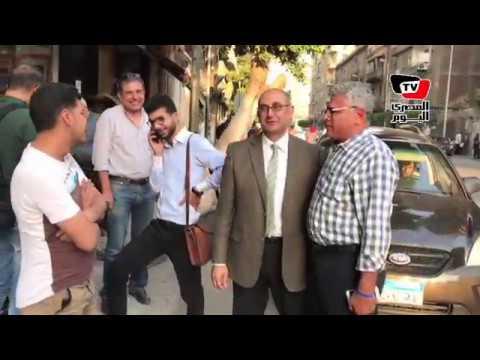 خالد علي أمام حزب «العيش والحرية» بعد إخلاء سبيله  - 18:21-2017 / 5 / 24