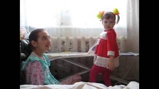 девочка гладит бельё