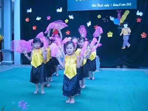 lớp 5tB trường MN Cẩm thạch- Cẩm Phả múa Hoa thơm bướm lượn