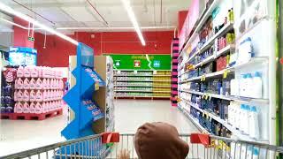 Rio đi siêu thị
