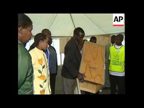 ZIMBABWE: ELECTIONS: POLLS OPEN