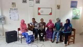 Download Video LAGU ISLAM BAGAI AIR YANG JERNIH  KELOMPOK 3 UT POKJAR TULANGAN SMT 3 MP3 3GP MP4