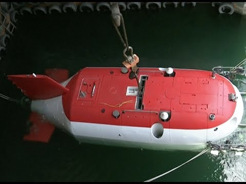 China's New Manned Submersible Conducts Underwater Test