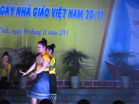 """Múa """"Sao khen phai"""" - BD Sinh viên Lào"""