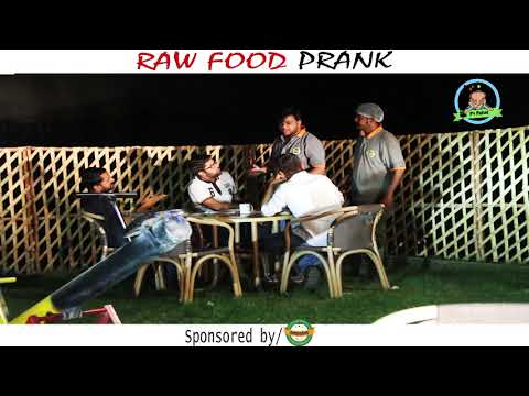 | RAW FOOD PRANK | Kacha Gosht By Nadir Ali & Sanata In | P4 Pakao | 2017