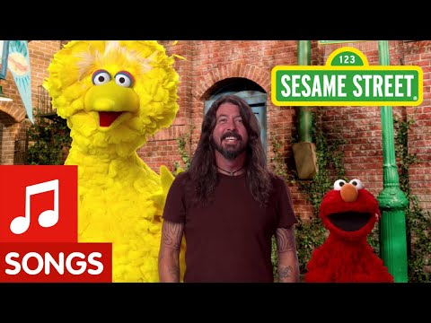 A.D. - Dave Grohl Rocks out with Big Bird & Elmo! 🤘🤘🤘