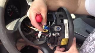 Как снять руль на Fiat Doblo 2006 года(Хотелось бы этим сюжетом рассказать , как самому снять руль на автомобиле Fiat Doblo . Рулевое колесо потертое..., 2014-05-29T16:42:13.000Z)