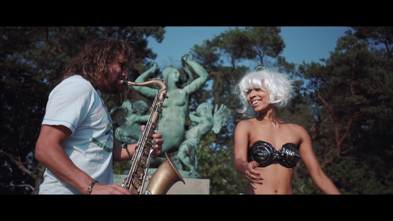 Copenema - Deixa A Música Tocar (Official Video)