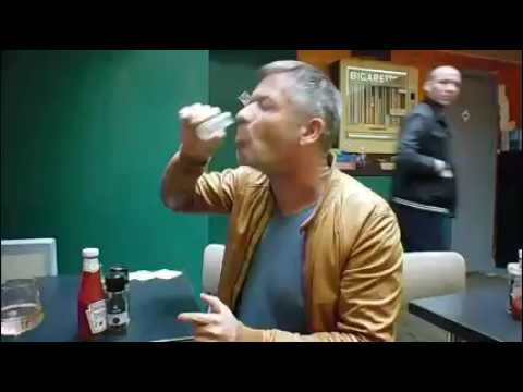 Martijn drinkt Juicy Fire