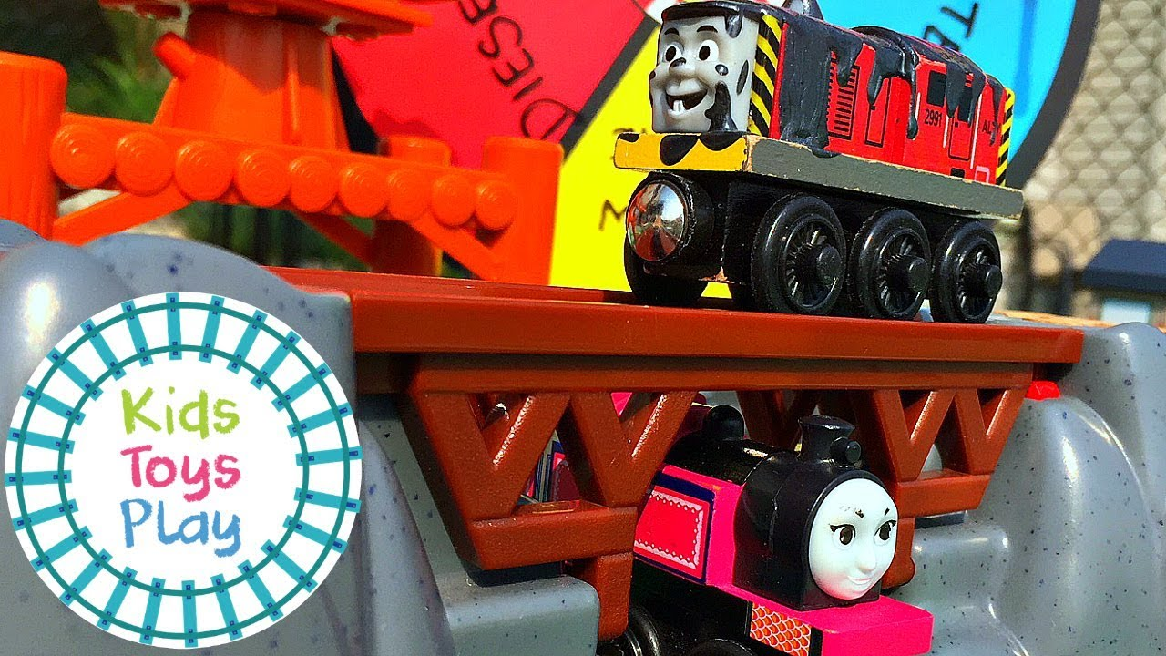 Thomas the Train Downhill Toy Train Races | Thomas and Friends Wooden Railway Crashes