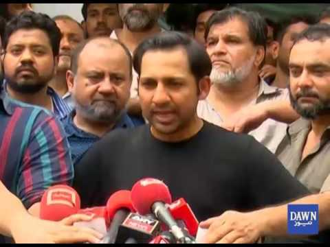 Sarfaraz gets hero's welcome as Pakistan team returns home