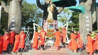 Giới trẻ dâng hoa tôn vinh Đức Mẹ La Vang chiều 14.8.2017