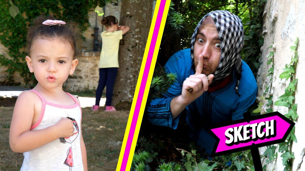 SKETCH - TATA HABIBOUCHA se cache dans un DINOSAURE! avec Pink Lily vidéo