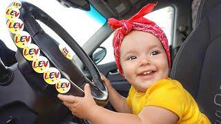 Мы в машине и детская песенка Колеса у автобуса крутятся #2