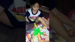 Fatih dgn mainannya(2)