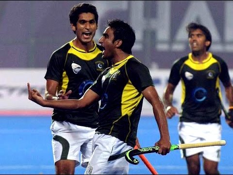 Pakistan hockey players obscene gestures at crowd