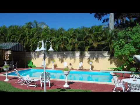 Villa emily casa de alquiler con piscina en cuba youtube for Casas con piscina en cuba