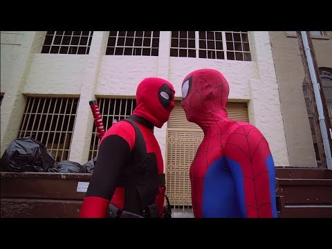 Deadpool vs Spiderman  - Deadpool Cosplay Superhero Parkour