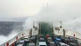 Paura a Messina: traghetto in balìa delle onde